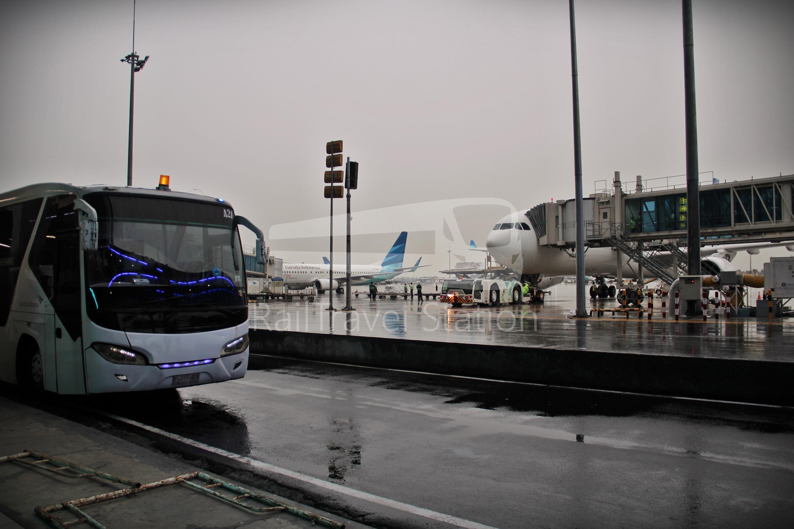 Garuda Indonesia GA838: Jakarta Soekarno-Hatta to Singapore by Airbus A330-300